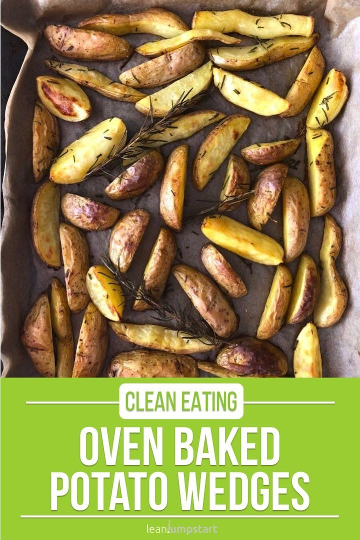 These oven baked potato wedges are not only crispy and delicious but make also an easy sheet pan dinner. Click through for the recipe! #potatoes #wedges #rosemary via @leanjumpstart #kartoffeleckenbackofen