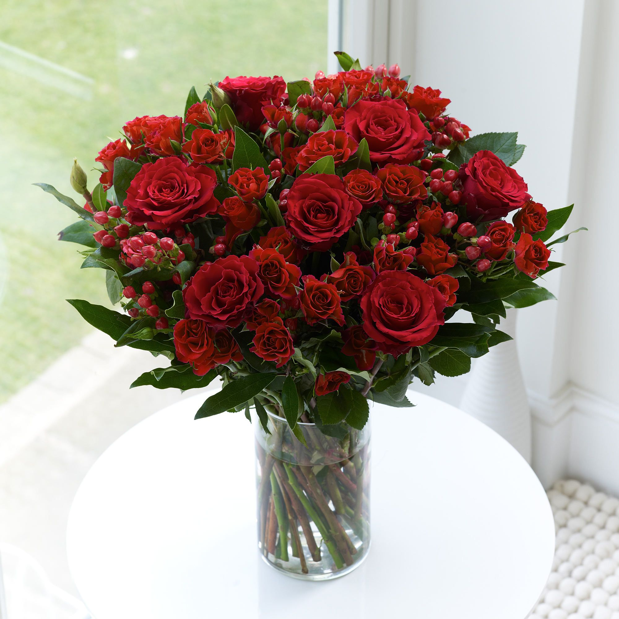 Rose Flower Wedding Table: A Beautiful Red Rose Display For Your Wedding Table