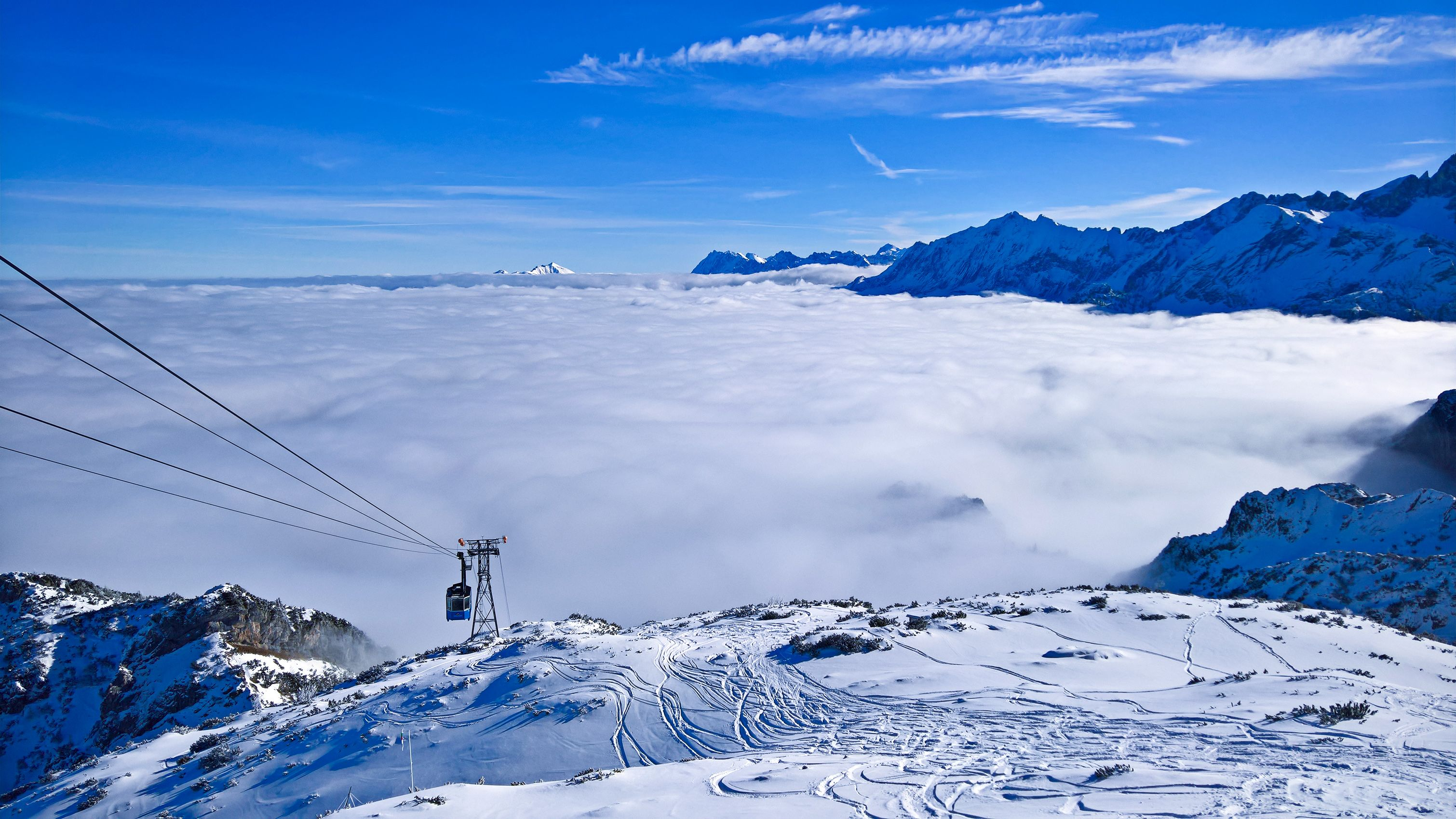 Garmisch under clouds and sunshine on the mountain. I'd rather stay here. #garmisch #bavaria #germany #heaven #clouds #sunny #skiing #cablecar