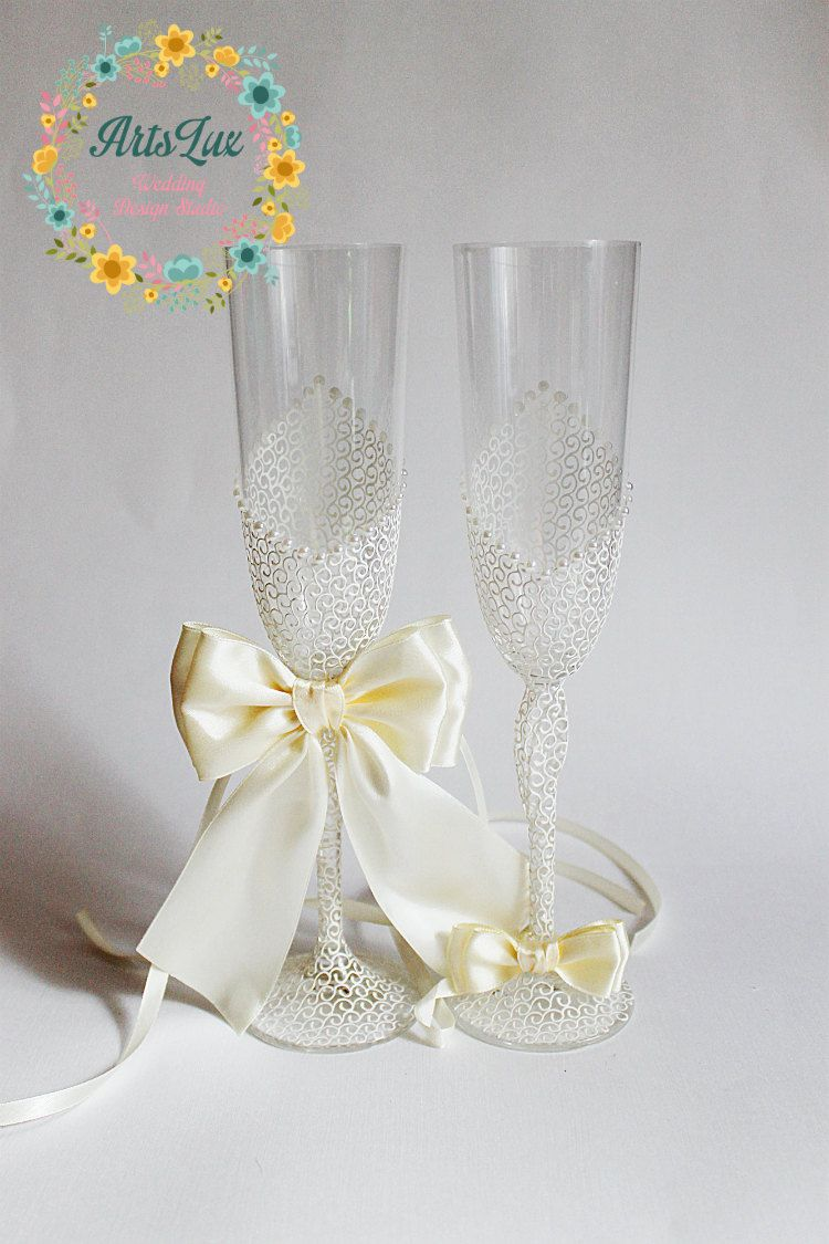 Ivory Charming Wedding champagne glasses - Hand painted Wedding ...