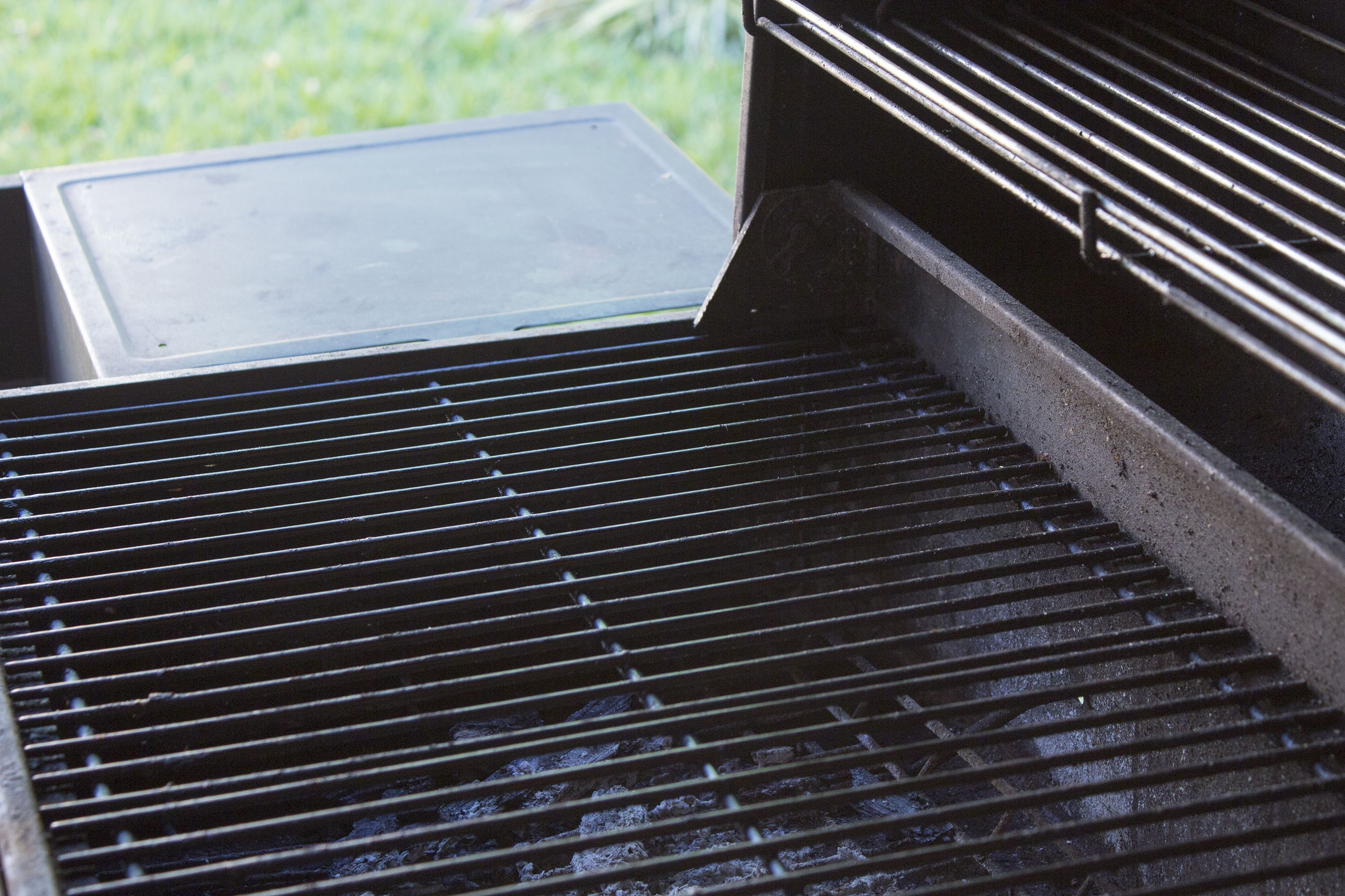 Cast Iron Grill Grates Used On Outdoor Gas Or Charcoal Grills Need Proper Seasoning And Regular