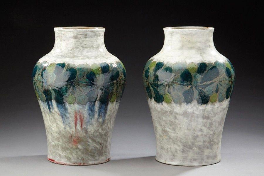"""AUGUSTE DELAHERCHE (1857-1940) Importante paire de vases balustre en grès émaillé blanc gris à décors d'une frise de feuilles de marronniers bleus nuancés verts. Signés du cachet circulaire """"Auguste Delaherche""""… - Aguttes - 14/10/2015"""