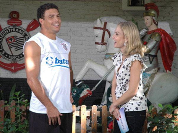 Em 2008, volta ao Brasil depois de uma carreira internacional e encerra a vida de jogador no clube Corinthians