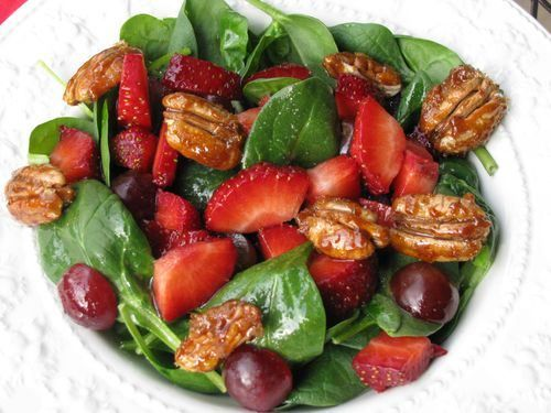 #Yummy #salad with #spinach #strawberries #pecans #grapes ....would taste #delicious with a little #goatcheese !!