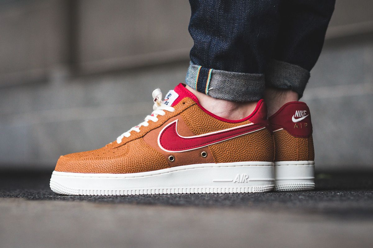 reputable site 725cb cfe9f Nike Air Force 1 07 LV8