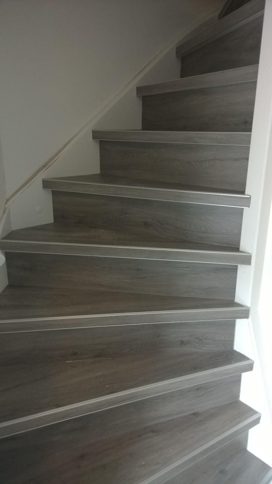Belakos Urban+ kleur 750 grijs pvc op de trap met Kuberit zilveren ...