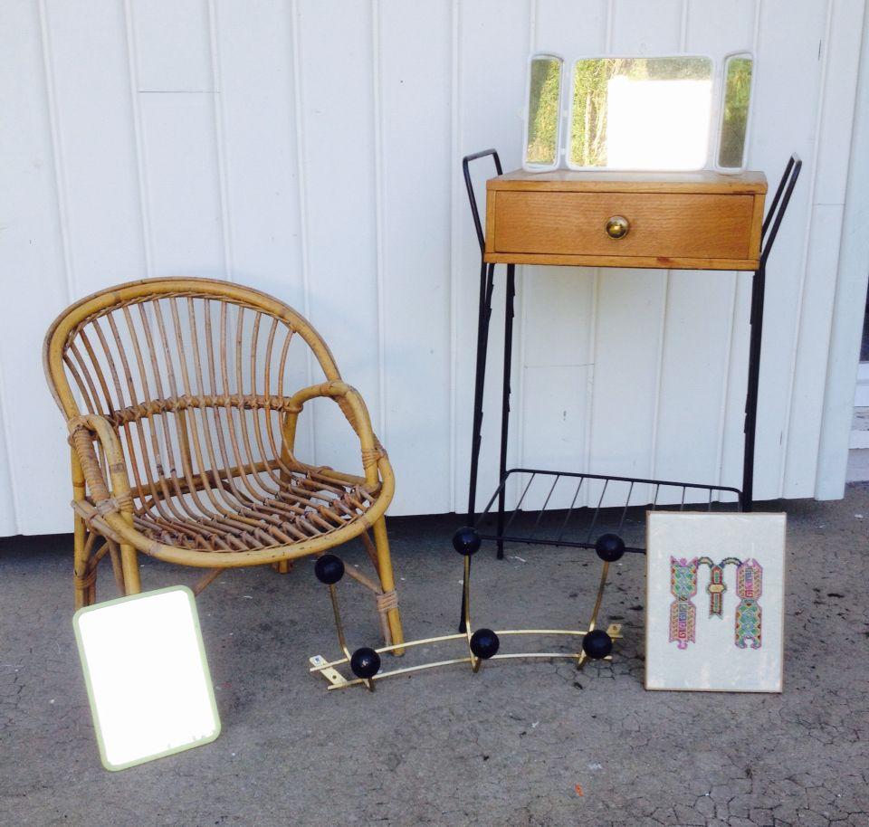 petite table m tal et bois miroir triptyque plastique fauteuil enfant en rotin miroir. Black Bedroom Furniture Sets. Home Design Ideas