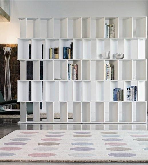 Estante de livros para dividir ambiente objetos - Dividir ambientes ...