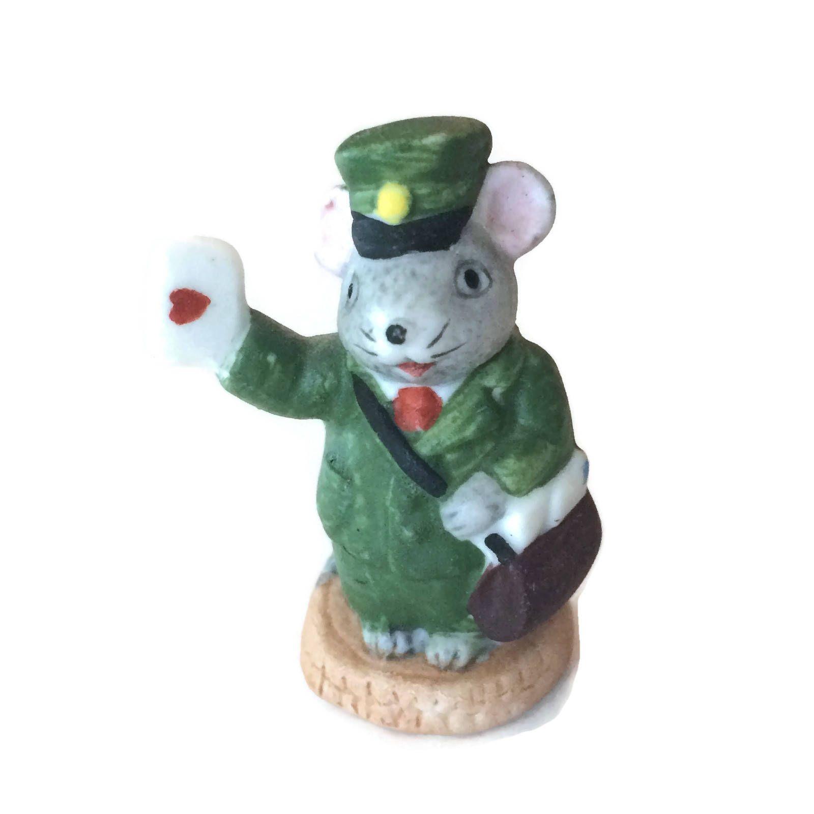 DESCRIPTION Vintage Russ mail carrier mouse figurine holding a love