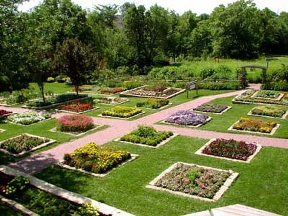 AAS Display Garden Dubuque Arboretum & Botanical Gardens in Dubuque ...