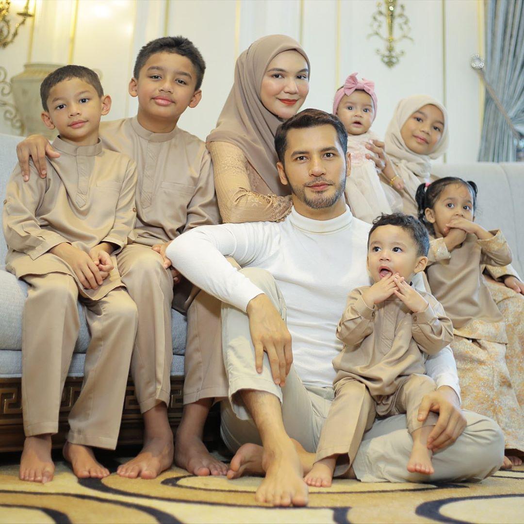 Datin Shahida Muat Naik Gambar Bersama Aliff Syukri Semua Luah Rasa Gembira Couple Photos Photo Couples