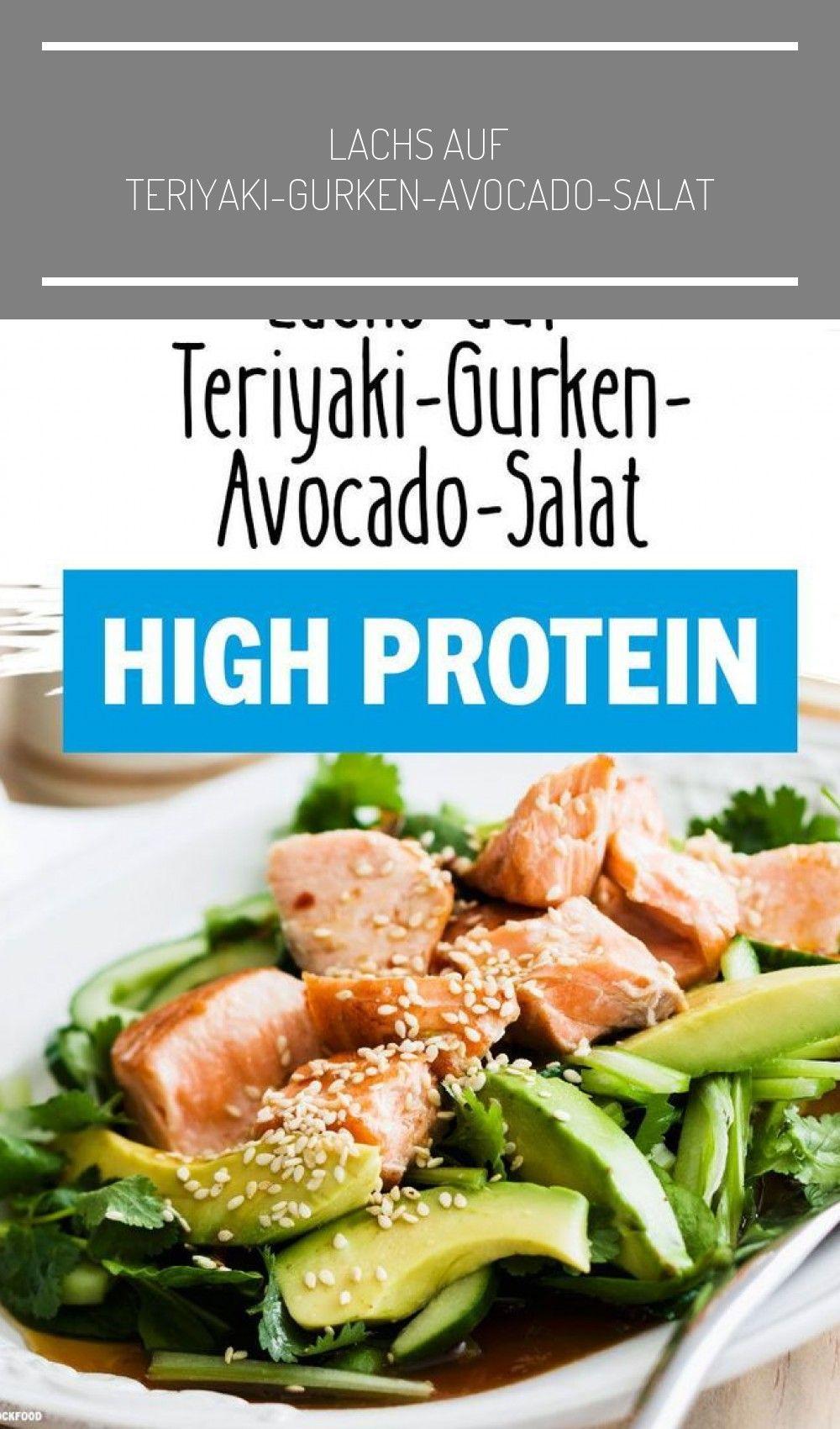 Dieser Salat mit Teriyaki-Lachs, Gurke und Avocado ist ein echter Sattmacher! Gesunde Fette, high P