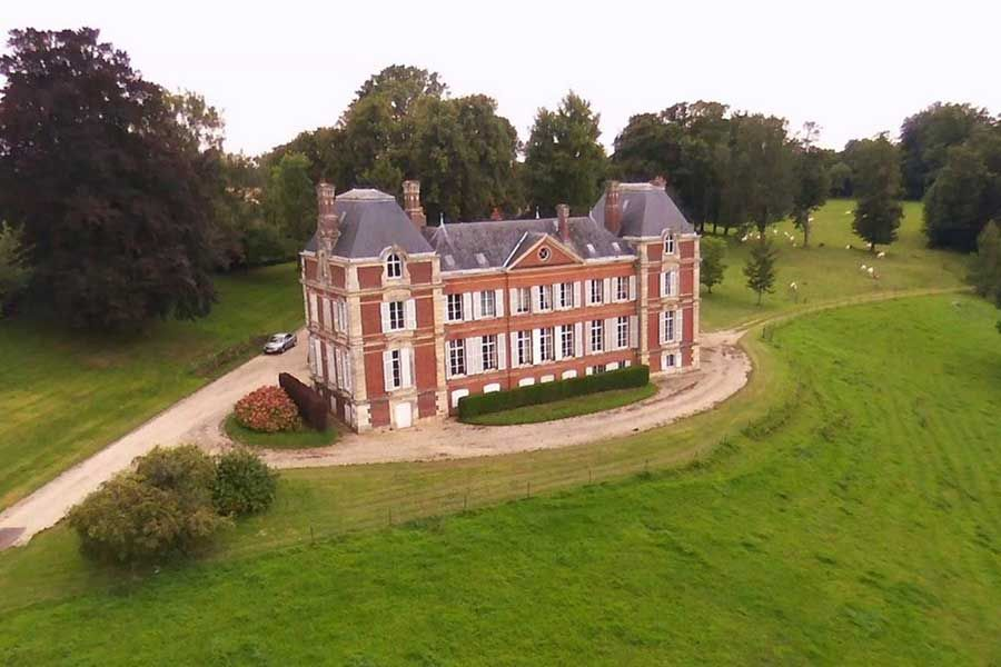 Vente Château ALENCON Rob Chaloner is an Australian Businessman