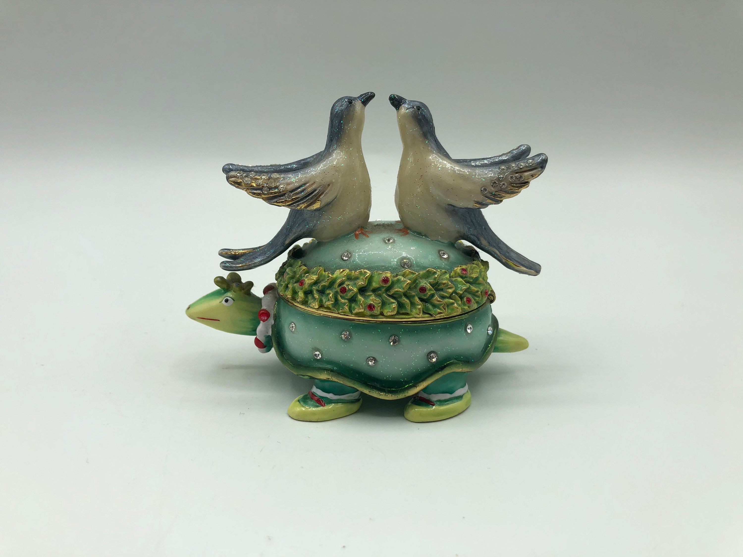 Two Turtle Doves Enamel Jewel Trinket Box Hinged Magnetic Etsy In 2020 Christmas Trinkets Trinket Boxes Trinket