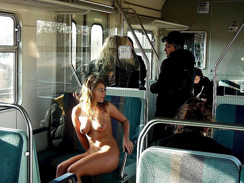 голые на транспорте вообще хентай
