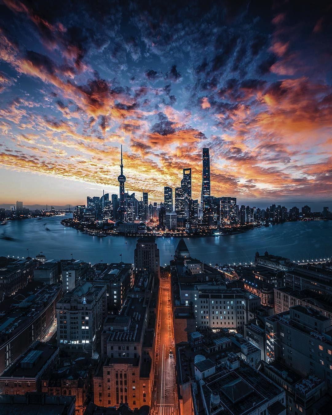 Travel Adventure Nature On Instagram Sunset Skyline Shanghai China Photo By Drincool Doga Fotografciligi Manzara Fotografciligi Sanatsal Fotograf