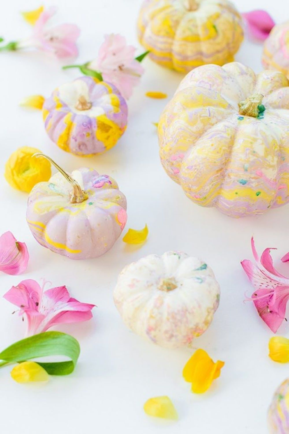 40 Creative Pumpkin Painting Ideas for a No-Mess Halloween #pumpkinpaintingideascreative