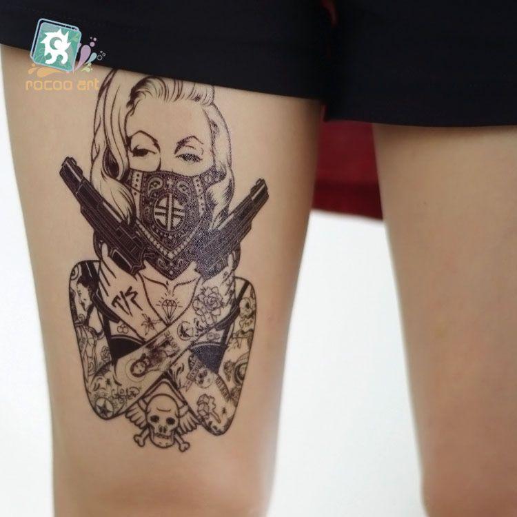 große Beute Mädchen mit Tattoos
