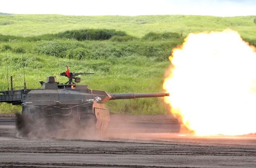 Japanese main battle tank Typ 10 during excercises
