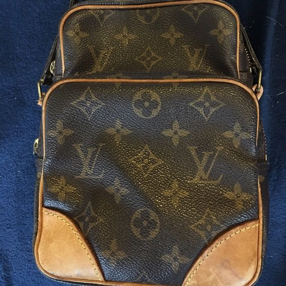 Louis Vuitton cross body This bag has been loved, but it still has lots of life left to it (: not many flaws, just needs to be cleaned up a little bit and needs a new home❤️❤️ Louis Vuitton Bags Crossbody Bags