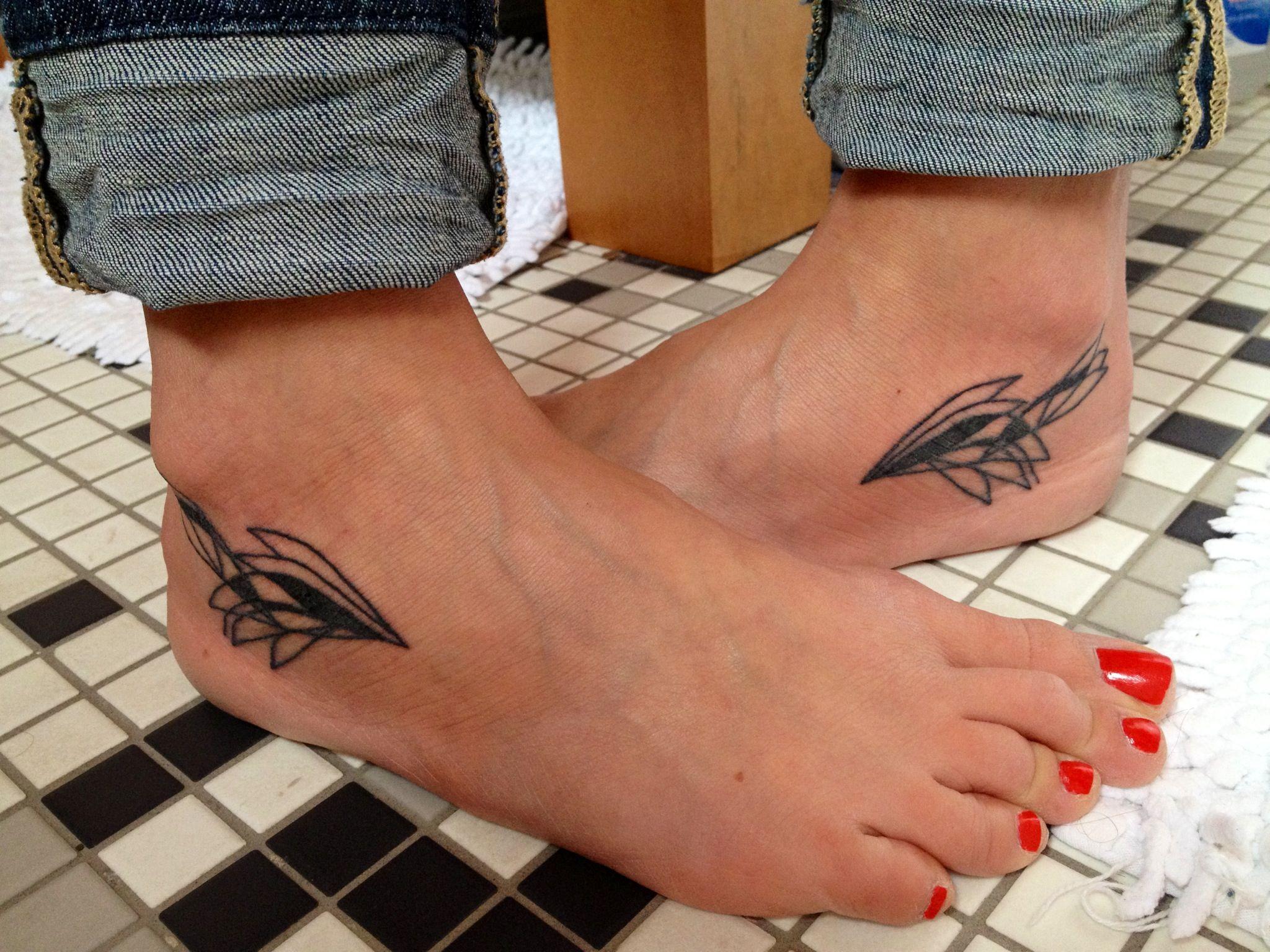 hermes wing tattoo winged foot running tattoos charley harper inspired bird wings tattooed feet. Black Bedroom Furniture Sets. Home Design Ideas