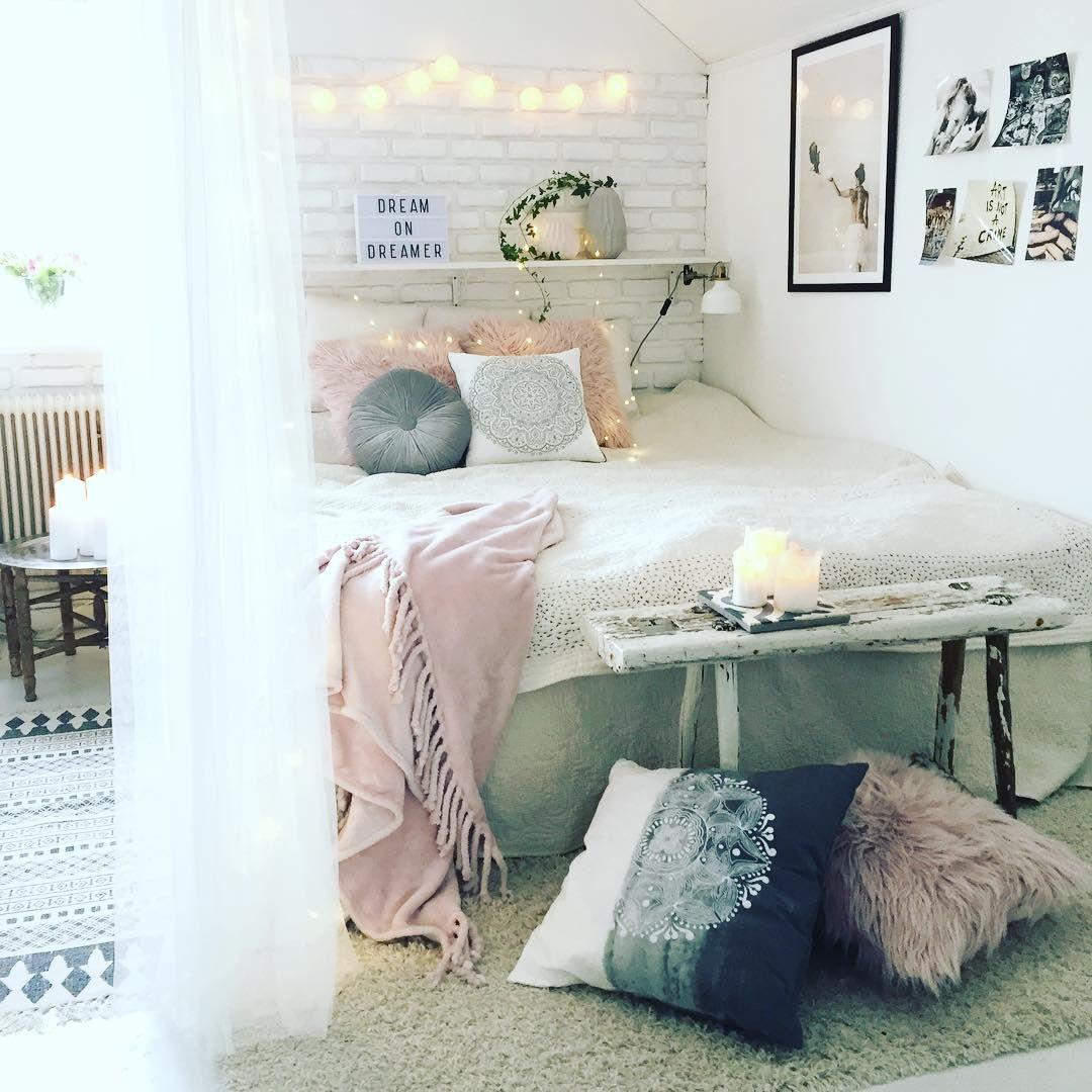 Romantyczna sypialnia jak się prezentuje? http