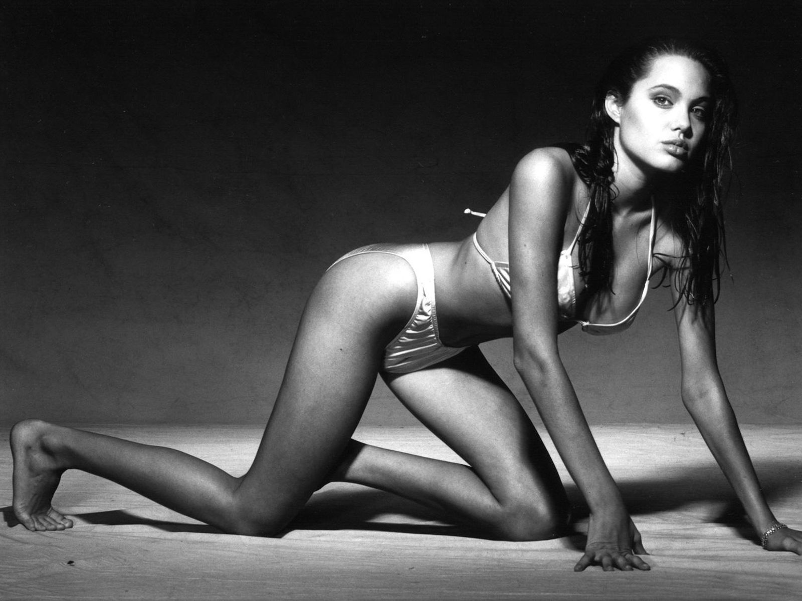 Angelina Jolie Hot And Sexy Pics angelina-jolie-bikini-hot-pics | angelina jolie photos