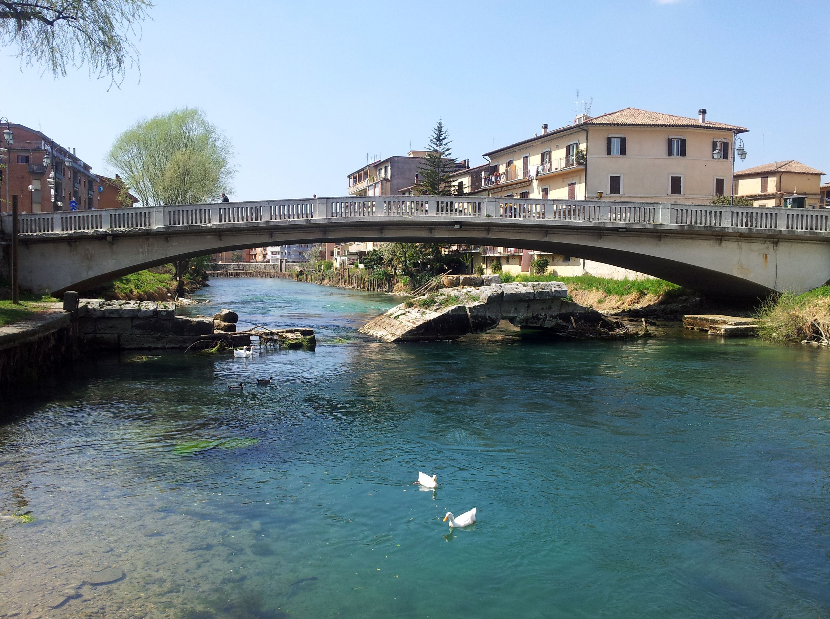 Rieti Ponte Romano di Rieti dalla riva