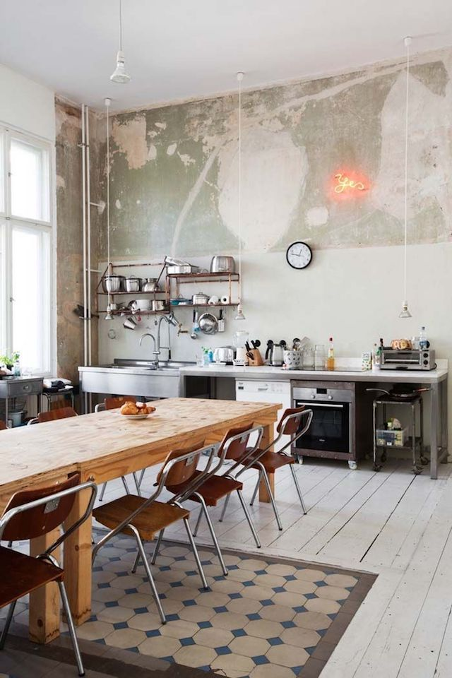 If these walls could speak | Speak french, Walls and Interiors