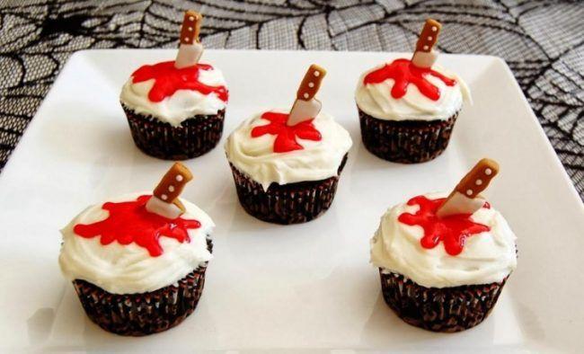 Halloween-Essen -blum-glazur-messer-creme-muffins Halloween - cake decorations for halloween