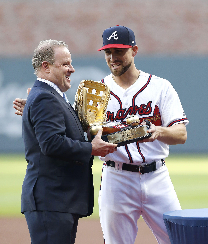Centerfielder Ender Inciarte 11 Of The Atlanta Braves Is Presented The Rawlings Gold Glove Trophy By Atlanta Braves Genera Atlanta Braves Braves New York Mets