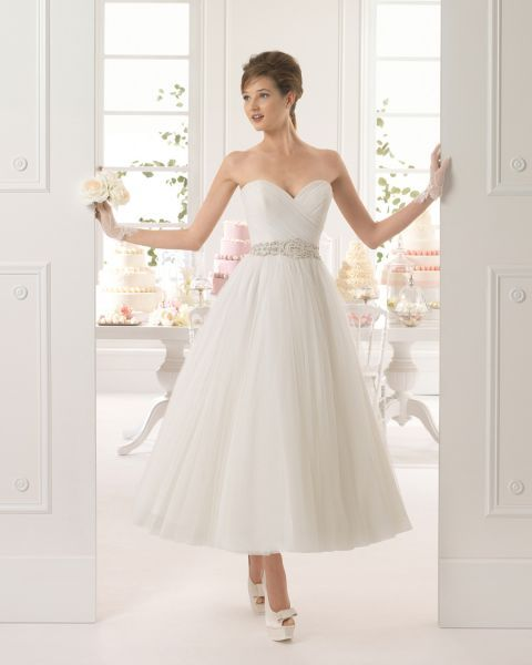 vestidos de novia para mujeres bajitas 2015: alarga tu silueta image