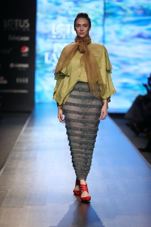 A Model Walks The Ramp Showcasing Fashion Designer Nidhi Yasha S Creations On The First Day Of Lotus Make Up Ind India Fashion Week India Fashion Make Up India