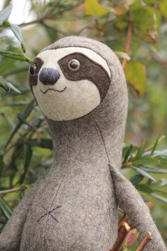 Stuffed toy sewing pattern - Sloth toy pattern - pdf sewing pattern tutorial  - Sewing Patterns at Makerist
