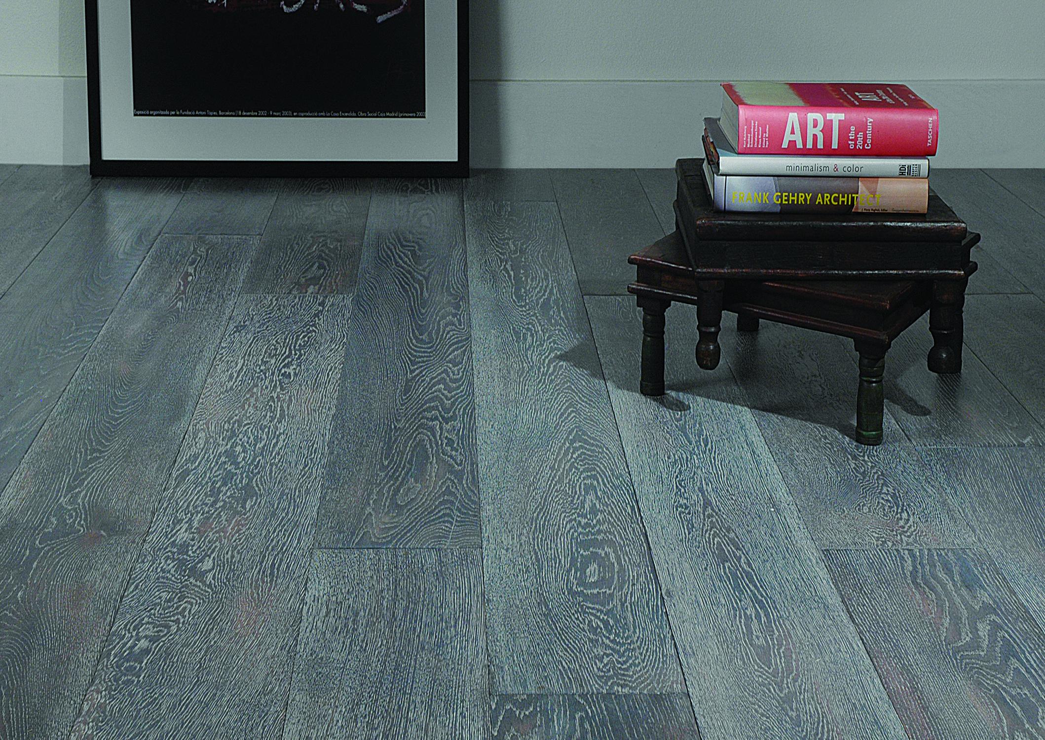 Pisos de madera estructurada colores grises tendencias for Decoracion piso gris