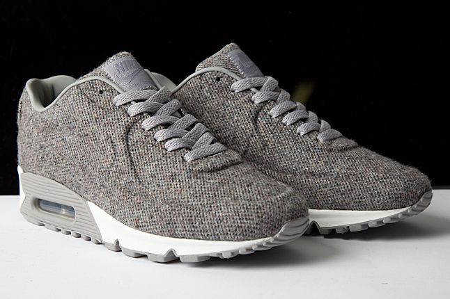 The latest in Nike's thermo-molded Vac-Tech line, the Nike Air Max 90 Vac-Tech  'Tweed' sports the titular grey textile over a largely no-sew upper.