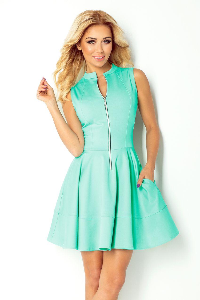 Rozkloszowana Sukienka Wykonana Z Gladkiego Materialu W Kolorze Blekitnej Laguny Sukienka Ma Dlugi Zamek Z Przodu I 2 Kies Fit Flare Dress Model Dress Dresses