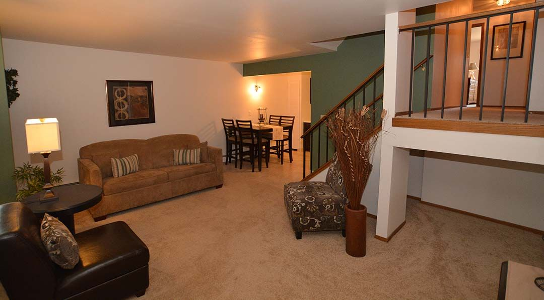 2 Bedroom Apartments For Rent In Milwaukee Wi In 2020 Downtown Apartment 2 Bedroom Apartment Green Apartment