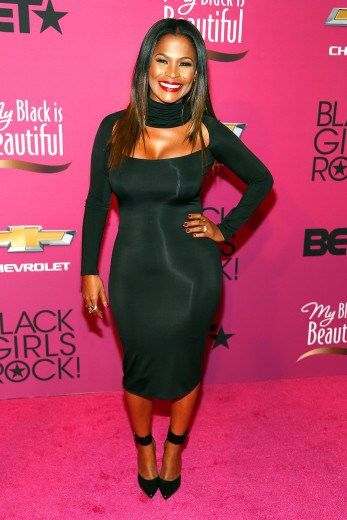 Nia Long Works The Hell Outta A Black Dress On S Rock Red Carpet