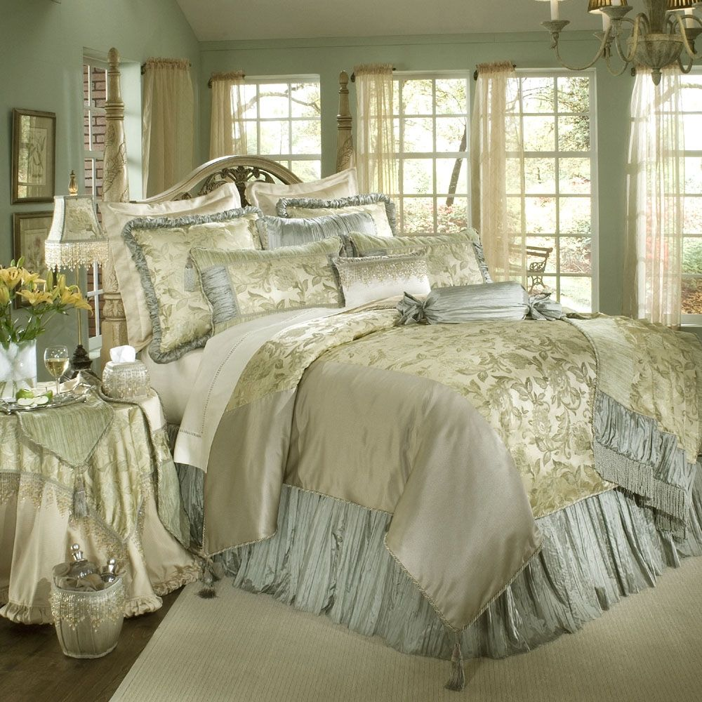 Luxury white gold and blue bedding set decoracion for Most expensive bedroom sets