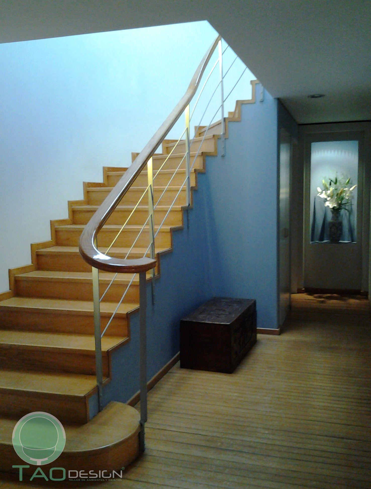 El pasamanos de la escalera tiene un sistema de for Cuantos escalones tiene un piso