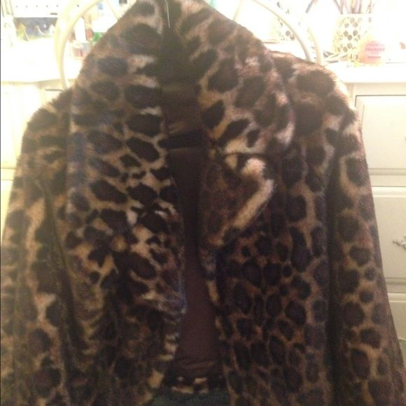 Animal print coat This beautiful faux fur coat will go perfectly from autumn to winter. Very gently used. In terrific shape. Size medium Jones New York Jackets & Coats