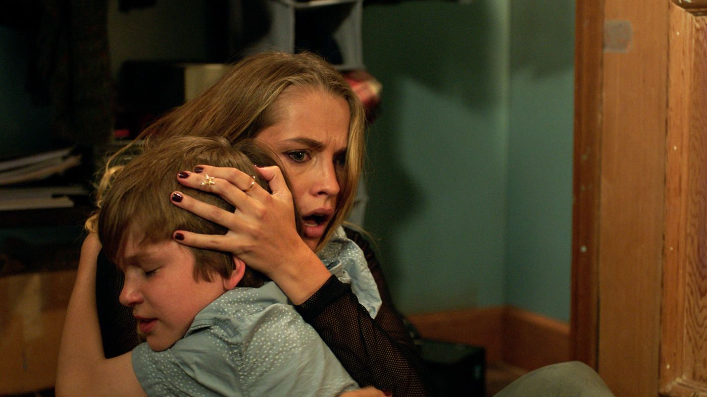 Lights Out (2016) - IMDb - vozeli.com