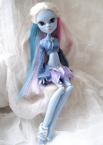 Monster High Ebay >> Abbey Bominable Monster High Doll Ooak Repaint Ebay Bambolla