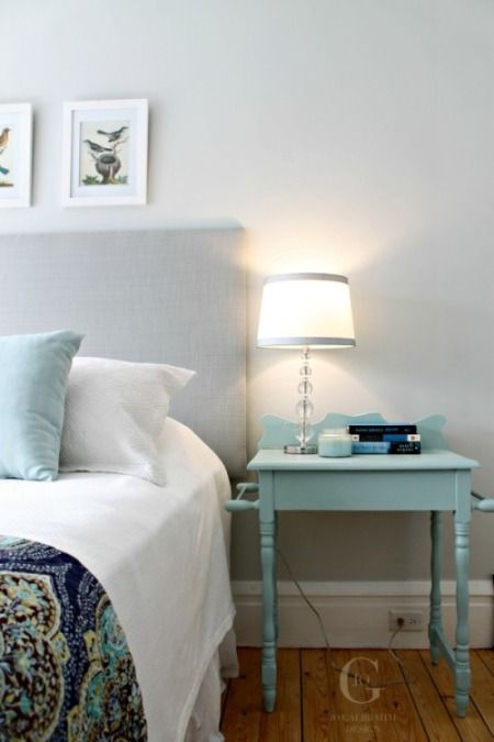 Horizon OC-53 by Benjamin Moore provides a lovely soft and calm backdrop for a bedroom.