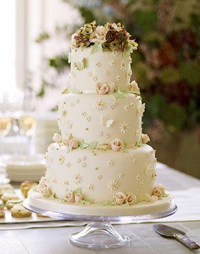 Royal Wedding Cake Menu Plus A Recipe For Prince William S Chocolate Biscuit Cake Kuchen Buffet Konigliche Hochzeitstorten Kuchen Ideen