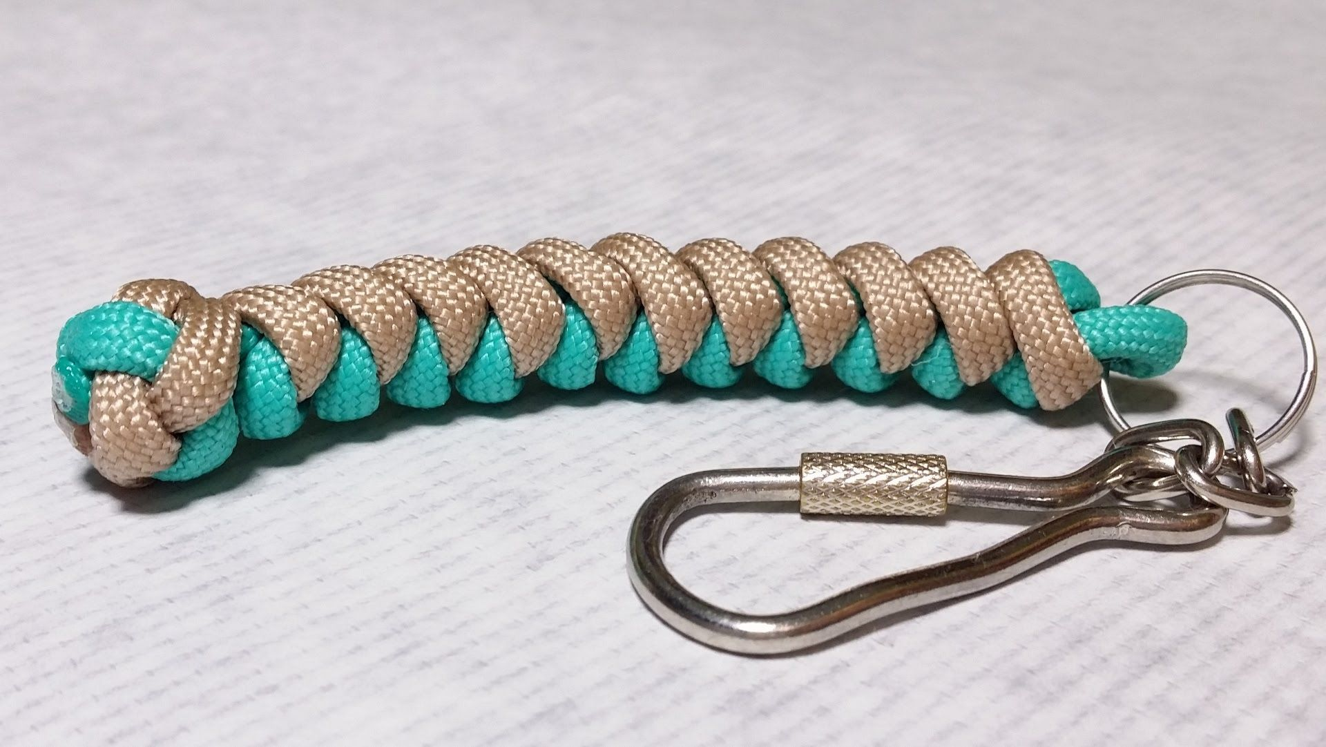 How to make snake knot paracord keychain by paracordknots for Survival rope keychain