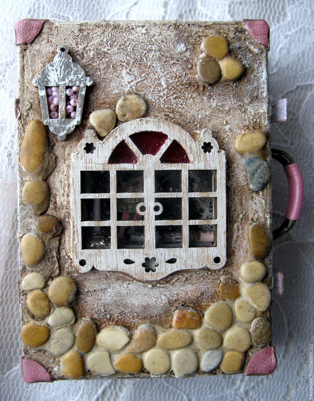 """Купить чемоданчик- """"Домашний театр"""" - комбинированный, чемодан, театр, миниатюра, комната, кукольный домик, окно"""