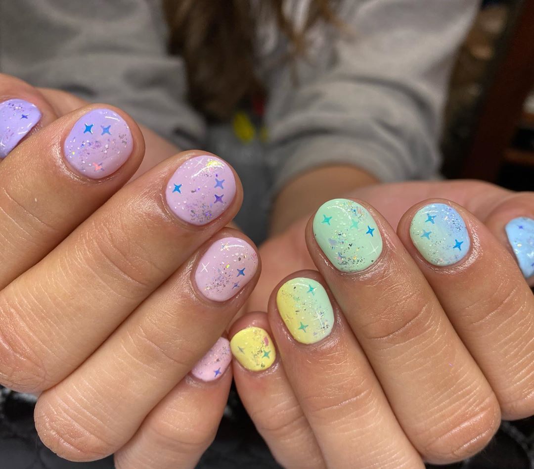 Hey Nice Nails On Instagram Rainbow Magic Using A Combination Of Iridescent Flakes Galaxy Holo Flakes And Irides In 2020 Star Nail Art Nail Art Designs Nail Art