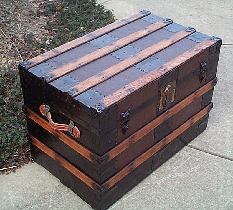 refurbished trunks for the home pinterest maillots de bain malle et vieux coffre. Black Bedroom Furniture Sets. Home Design Ideas